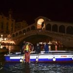 Gondoliers take up scuba diving to clear rubbish from Venice canals