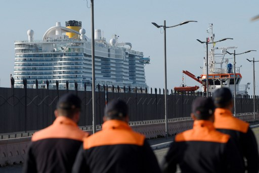 Thousands of tourists confined to cruise ship in Italy over feared coronavirus cases