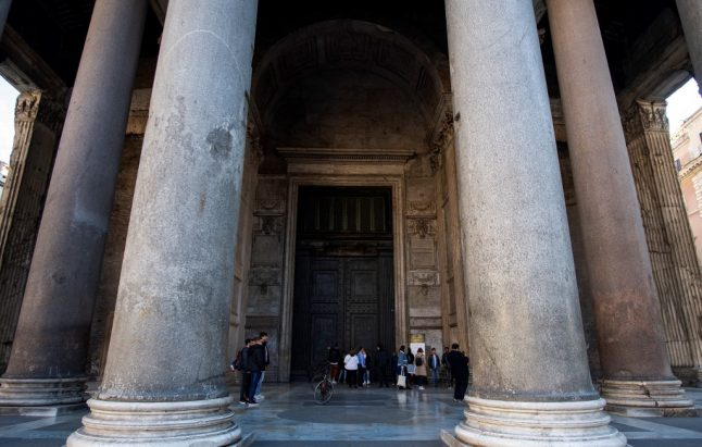 Coronavirus forces Italy to close its biggest tourist attractions