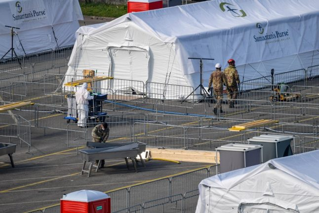 Coronavirus: US disaster group opens field hospital in Italy's north
