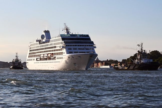 Italy closes all ports to cruise ships