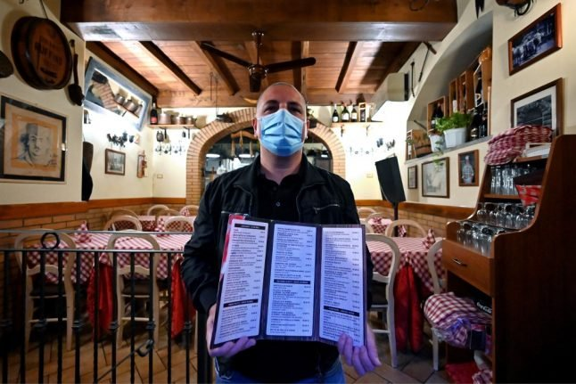What are Italy's new rules on going to bars and restaurants in phase two?