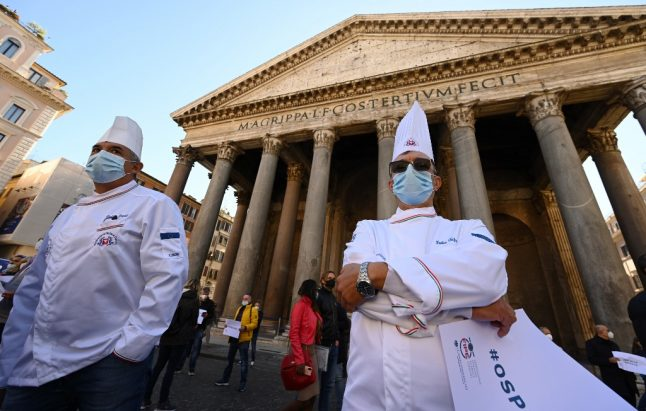 Covid-19: Italian health experts call for further restrictions as protests continue