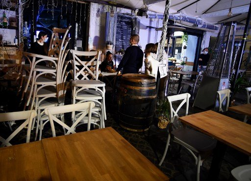 Italy's bars and restaurants to shut at 6pm as new restrictions come into force