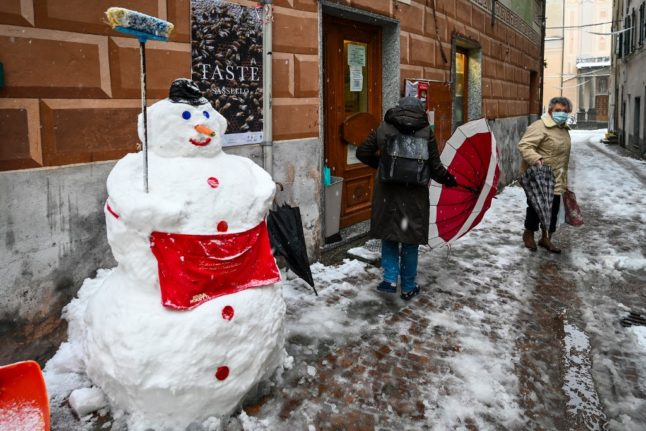 Italy bans travel between towns over Christmas