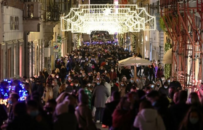 'Unacceptable crowds': Alarm as Christmas shoppers pack Italian cities