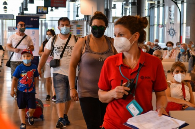 EXPLAINED: How should travellers from the UK quarantine in Italy?