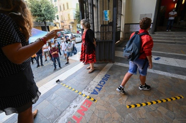 Italy sets fines of up to €1,000 for breaking Covid 'green pass' workplace rules