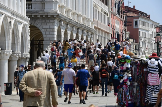 Covid-19: 'We have entered the fourth wave', says Italy's watchdog
