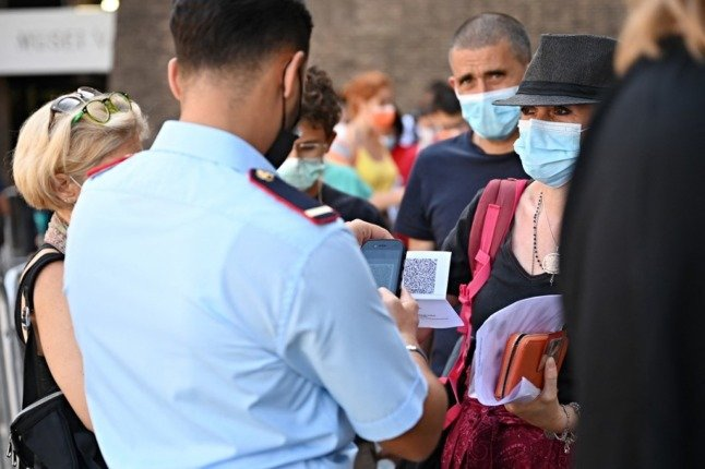 Tourists turned away from Italy's restaurants and museums amid confusion over Covid 'green pass' rules