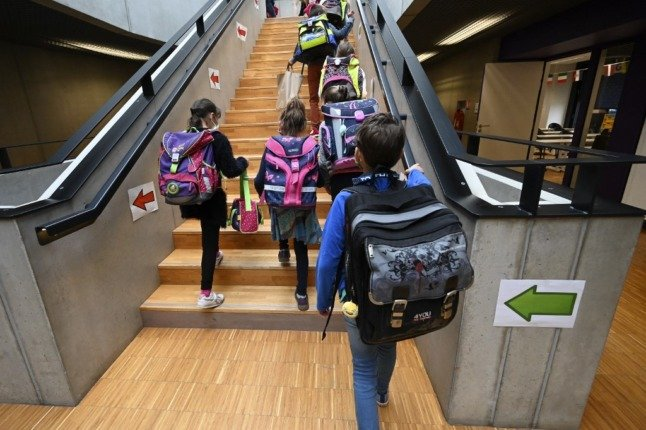 France to experiment with keeping school classes open even with a Covid case