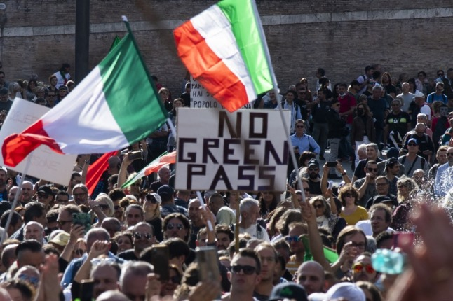Fears of 'chaos' as Italy set to adopt tough Covid green pass regime
