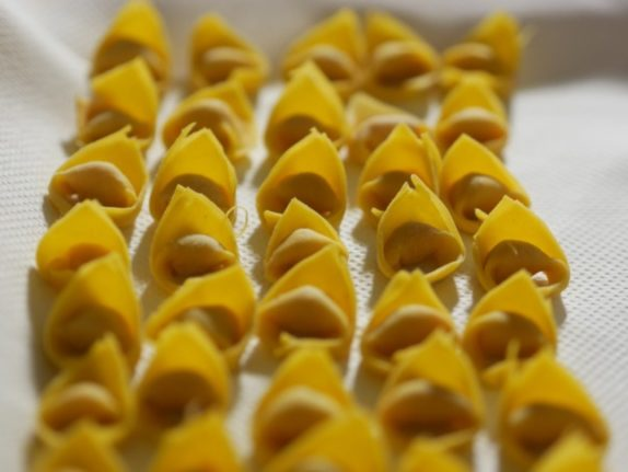 Ask an expert: What's the difference between Italian tortellini and tortelloni?